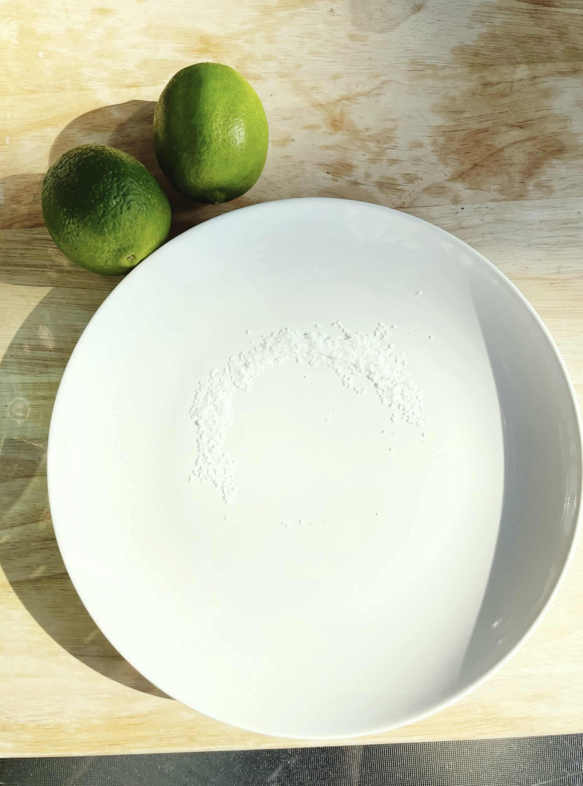 salt on plate for healthy margarita